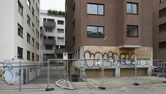 """2017 kaufte der Zürcher Stadtrat drei als """"Gammelhäuser"""" bekannt gewordene Liegenschaften im Langstrassenquartier. (Archivbild)"""