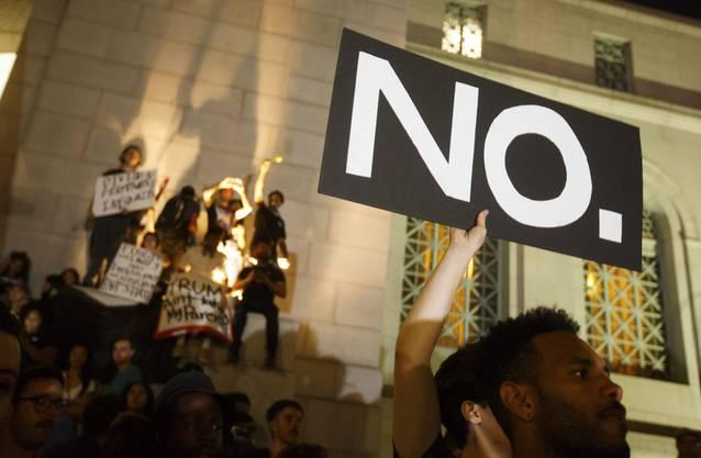 """""""Nein."""" zu Trump, verlangen die Demonstranten."""