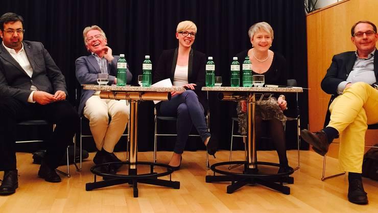 Gute Laune: Nik Gugger (EVP), Markus Bischoff (AL), Moderatorin Bettina Hamilton-Irvine, Jacqueline Fehr (SP) und Marcel Lenggenhager (BDP).