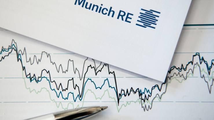 """""""Munich Re ist auf einem guten Weg, das gesetzte Gewinnziel für 2017 in Höhe von 2,0 bis 2,4 Milliarden Euro zu erreichen"""", sagte der neue Konzernchef Joachim Wenning. (Archiv)"""