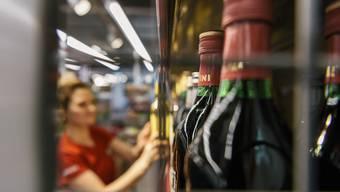 Alkohol zieht nicht nur zahlende Kunden in die Denner-Filialen (im Bild die Filiale Rüschlikon ZH).