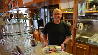 Wirt Hansueli Sidler ist auch «Tankwart»: Beim Restaurant Räber in Rüstenschwil wird eine einfache Stromtankstelle geführt.Es