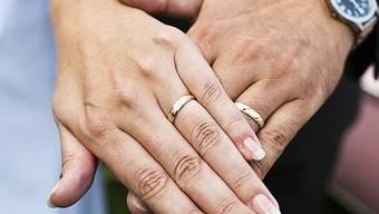 Im Erbrecht sind Ehepaare gegenüber Konkubinatspaaren im Vorteil (Archiv)