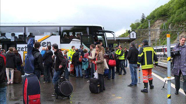 Erdrutsch legt Zugverkehr zwischen Bern und Fribourg lahm