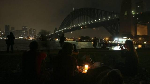 """Abgeschaltete Lichter am Hafen von Sydney an der """"Earth Hour"""" 2010"""