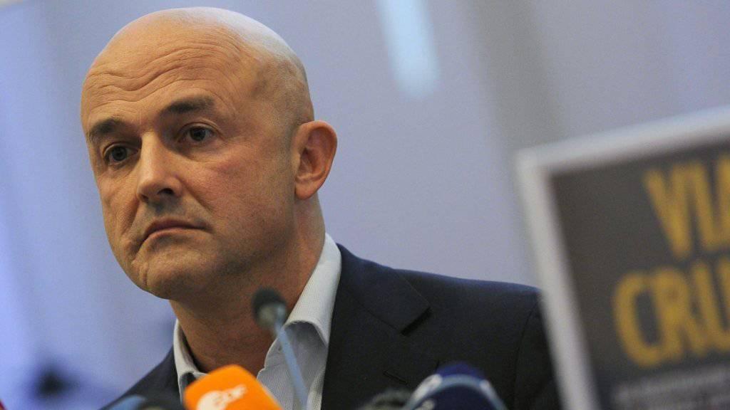 Der Journalist und Autor Gianluigi Nuzzi stellt in Rom sein neues Buch vor.