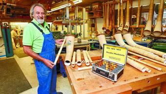 Meister des Alphorns: Arnold von Allmen öffnet gerne die Türen seiner Werkstatt. (Felix Gerber)