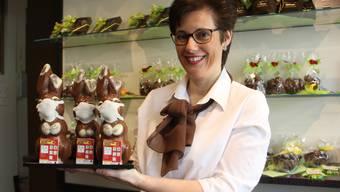 Geschäftsführerin Barbara Richner freut sich über die positiven Kundenreaktionen, die der neue Corona-Osterhase auslöst.