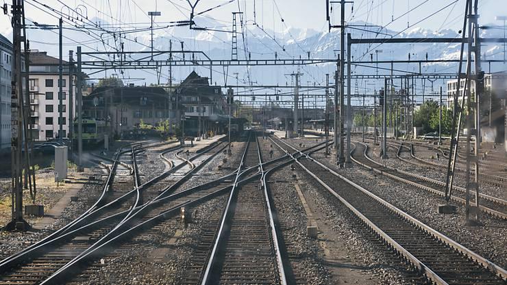 Hitze hat den SBB-Gleisen auch am Mittwoch zugesetzt. (Themenbild)