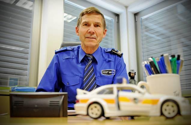Urs Winzenried unterlag die interimistische Leitung der Schule, mit dem Amtsantritt von Irene Schönbächler wird er pensioniert.