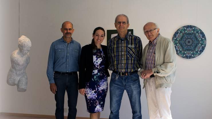 Bildhauer Peter Bachmann, die zukünftige Galerieleiterin Laura Wurster, Fotograf Henry Kunz und Mauritiushof-Urgestein Alois Hauser (v. l. n. r.).
