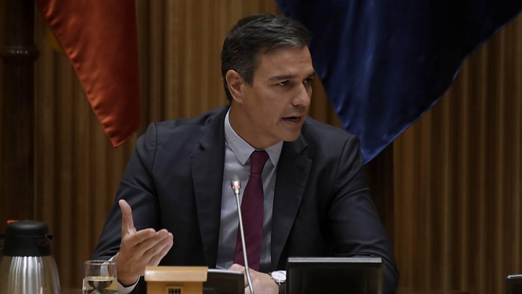 Pedro Sanchez, Generalsekretär der sozialistischen Partei PSOE und Ministerpräsident von Spanien, spricht in der interparlamentarischen Sitzung der sozialistischen Fraktion im Abgeordnetenhaus in Madrid. Foto: Óscar Cañas/EUROPA PRESS/dpa