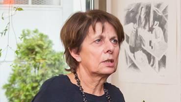 Stadtpräsidentin Jolanda Urech spricht zu den Aarauer Genossen.