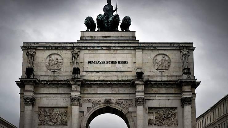 Zwei Schweizer Graffitti-Sprayer haben sich mitten in der Münchner Altstadt an zahlreichen Gebäuden ausgetobt. (Symbolbild)