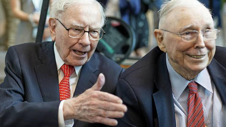 US-Börsenguru Warren Buffett (88, links) und sein Vize Charlie Munger (95) an der Aktionärsversammlung ihrer Investmentgesellschaft Berkshire Hathaway.