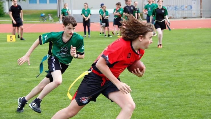 Helm und Ausrüstung sind im Flag Football nicht nötig. Körperkontakt ist verboten. (Bild: Argovia Pirates)