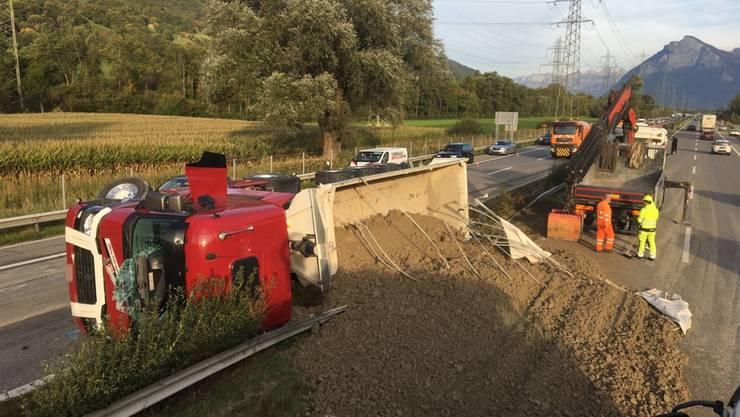 Glimpflich ausgegangen: Der Unfall eines Sattelschleppers und Folgeunfälle auf der A13 forderten lediglich Leichtverletzte.