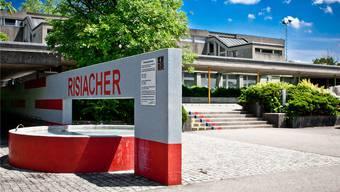 Wird das Oberstufenschulhaus Risiacher in Buch bald Teil des Schulverbandes mti Aarau sein.