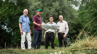 Sie plädieren für ein Naturschutzgebiet anstelle der ehemaligen Sondermülldeponie: Rudolf Bohner, Martin Bossard, Johannes Jenny und Ulysses Witzig (v.l.)