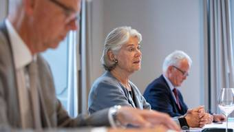 Verwaltungsratspräsidentin Verena Diener, flankiert von CEO Martin Häusermann (links) und Verwaltungsrat Alois Müller.