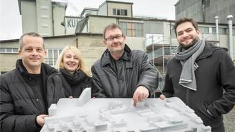 Hier wird das neue KiFF gebaut: Die Initianten Simon Kaufmann (Co-Geschäftsleiter), Gisela Roth (Präsidentin KiFF), Georg Kunath (Immotelli AG) und Oliver Dredge (Co-Geschäftsleitung).Chris Iseli