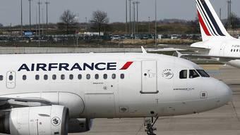 Öko-Steuer auf Flugtickets: Für Flüge, die in Frankreich starten, sollen ab kommendem Jahr  je nach Klasse und Flugziel 1,50 Euro bis 18 Euro fällig werden. (Archivbild)