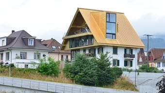 Noch überstrahlt das Goldene Dach die Häuser im Hinteren Steinacker von Olten.