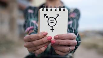 """""""Trans"""" meint die Tatsache, dass bei einer Person die Geschlechtsidentität nicht oder nicht ausschliesslich mit dem bei der Geburt zugeschriebenen Geschlecht übereinstimmt."""