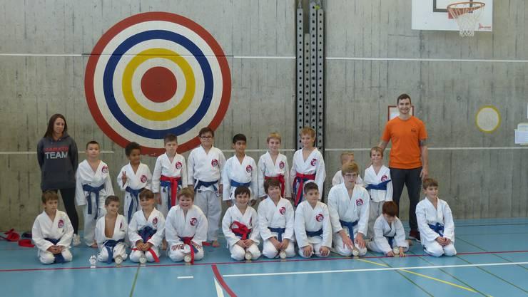 Mannschaft der Shinsei Kan Karateschule
