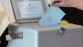 Bei der elektronischen Auszählung von Stimmen soll der Bundesrat genauer hinschauen. Das verlangt eine Aufsichtskommission des Nationalrats. (Archivbild)