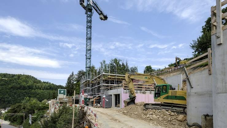 In Hölstein wird gebaut, andere Lagen im Baselbiet sind jedoch weniger begehrt. Und so liegen viele Parzellen lange brach. Für den Bund ist das ein Problem.