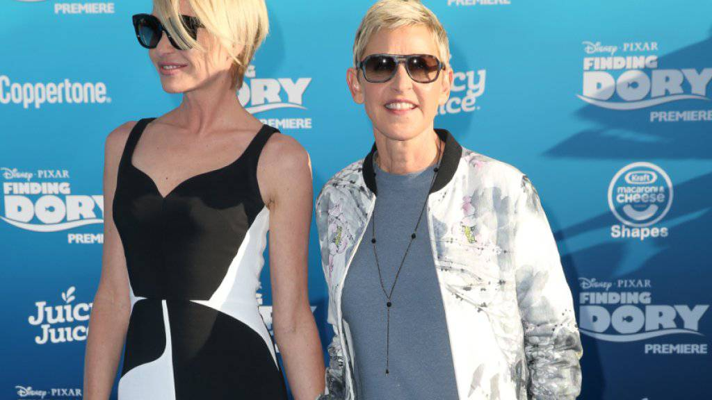 Dorys Stimme Ellen DeGeneres (r) und ihre Frau Portia de Rossi (l) bei der Weltpremiere von «Finding Dory».