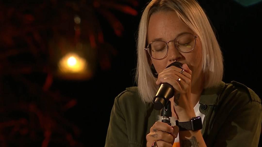 Stefanie Heinzmann interpretiert Krokus-Legende Marc Storage und es gibt Tränen