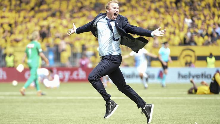 Der Jubel-Sprint des Jung-Trainers: Ludovic Magnin schreit seine Freude über den Cupsieg in den Himmel.
