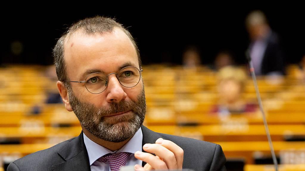 ARCHIV - Der deutsche Europaabgeordnete Manfred Weber nimmt an einer Sitzung im Plenarsaal des Europäischen Parlaments teil. Foto: Virginia Mayo/AP/dpa