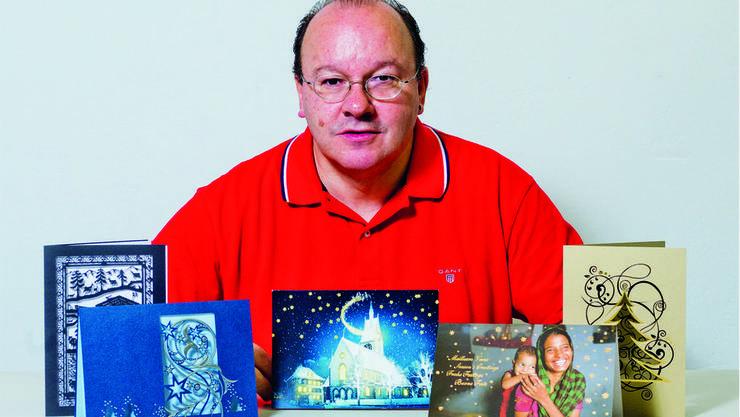 Kartenverleger Hans Bryner hat vor Jahren die Weihnachtskarte für Bundesrätin Eveline Widmer-Schlumpf kreiert, jetzt kommt er bei Doris Leuthard zum Zug.