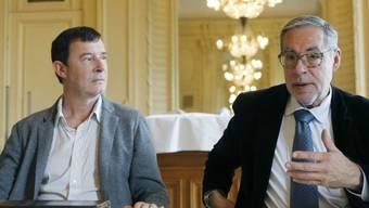 Stephan Märki - hier 2015 neben dem mittlerweile verstorbenen Berner Stadtpräsidenten Alexander Tschäppät - gibt sein Amt als Intendant von Konzert Theater Bern (KTB) ab.