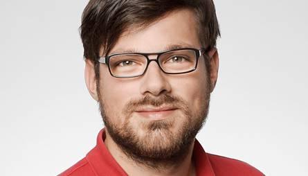 Der gebürtige BadenerSimon Balissat (33) arbeitet bei Radio 24 in Zürich als Produzent für die Morgensendung«Ufsteller». Zudem moderiert er jeden ersten Sonntag im Monat zwischen 21 und 22 Uhr eine Satiresendung bei Radio Kanal K.