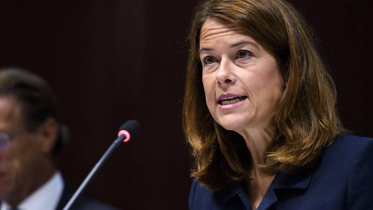 """FDP-Parteipräsidentin Petra Gössi hat ihre Partei auf den Wahlkampf eingeschworen. Im Zentrum steht dabei nicht die Umwelt, sondern eine """"zukunftsorientierte Wirtschaftspolitik"""". Eine solche sei nötiger denn je."""
