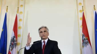Faymann wirft das Handtuch: Der österreichische Bundespräsident und SPÖ-Parteichef tritt von all seinen politischen Ämtern zurück.