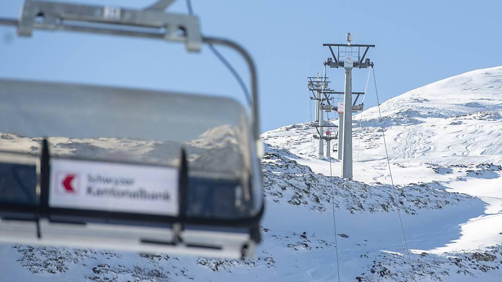 Die Gondeln auf dem Stoos bleiben leer: Der Kanton Schwyz schliesst die Skigebiete wegen der Corona-Pandemie. (Archivbild)