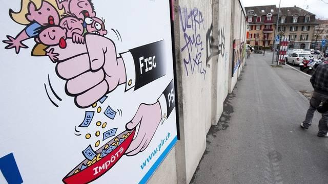 Teure politische Plakatkampagnen sollen künftig verboten werden - will die SP (Archiv)