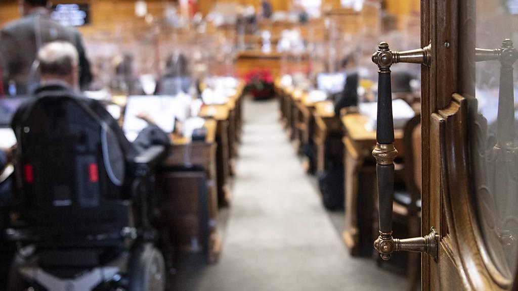 Der Nationalrat berät die Bedingungen für den Bezug von Härtefallgeldern für Unternehmen.