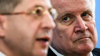 Der deutsche Innenminister (rechts) hielt bisher zum umstrittenen Maassen. (Archivbild)