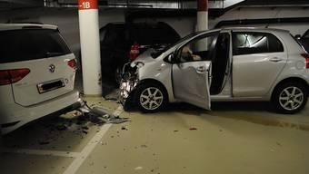 Die 81-Jährige rammte beim Unfall drei Autos und einen Stützpfosten.
