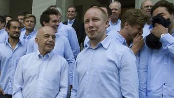 Bundespräsident Ueli Maurer mit Naticaptain Matthias Seger.