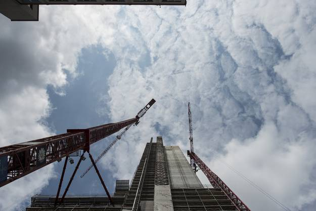 Fast wie ein Wolkenkratzer: Der Swissmill-Tower wird gebaut.