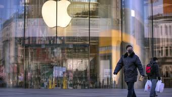 Apple steht, neben vielen anderen, auf der Liste der westlichen Firmen, die Zwangsarbeit von Uiguren bezogen haben sollen.