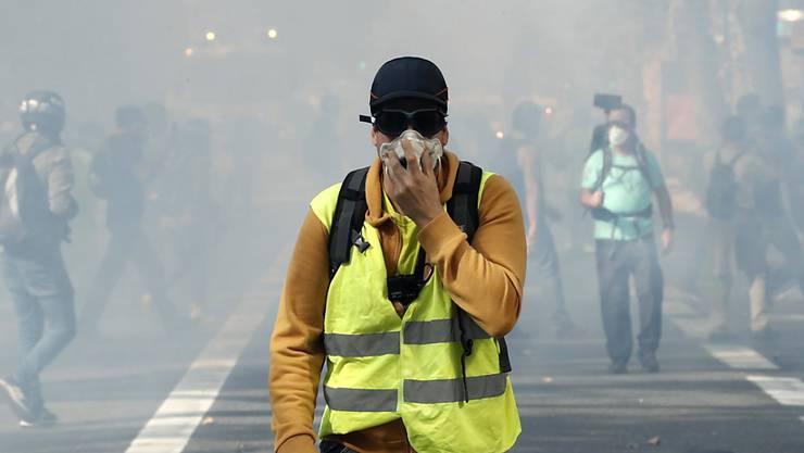 """Zu Beginn der wöchentlichen """"Gelbwesten""""-Kundgebung mit tausenden Demonstranten in Toulouse setzte die Polizei am Samstag Tränengas ein."""
