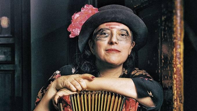 Die Künstlerin Erika Stucky sieht sich auch als Entertainerin.